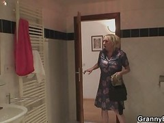 Granny, Shower, Shower masturbation, Xhamster
